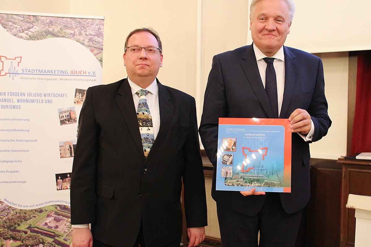 Landrat Wolfgang Spelthahn (rechts) und Laudator Guido von Büren